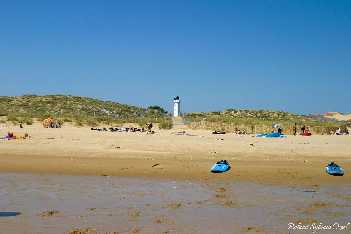 le phare plage de la tranche sur mer