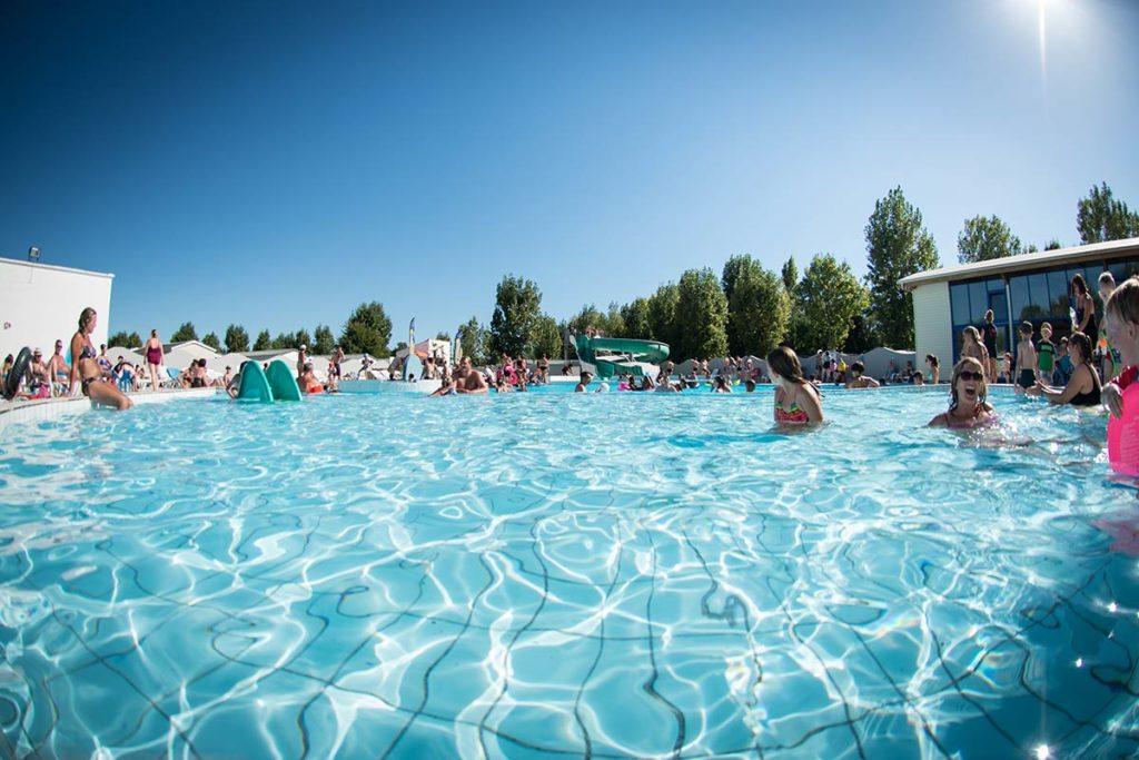 espace aquatique du camping avec piscine couverte