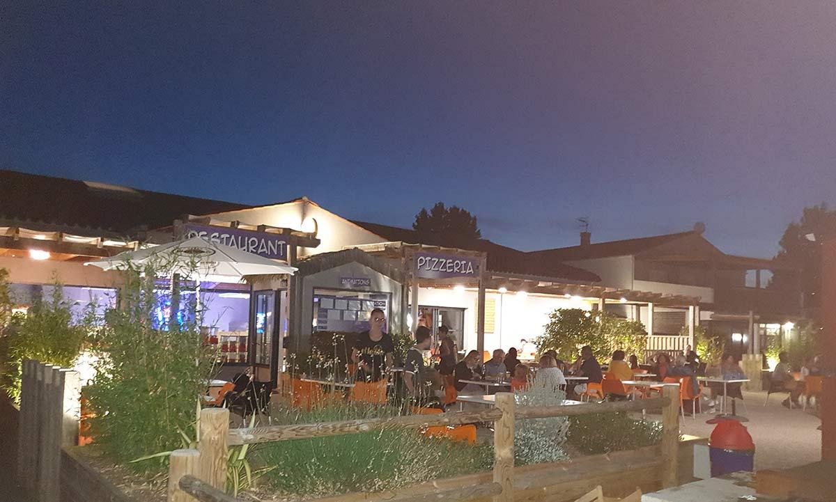 la terrasse du snack-bar de nuits